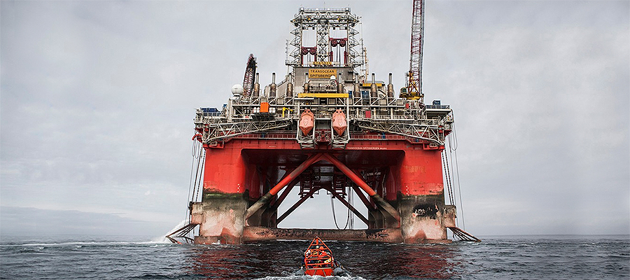 Drilling rig runs thrusters from batteries