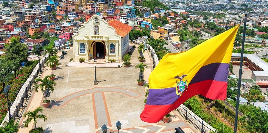 Эквадор останавливает добычу нефти из-за разрушения нефтепроводов