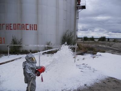 В ЯНАО прошли учения по тушению нефти и нефтепродуктов