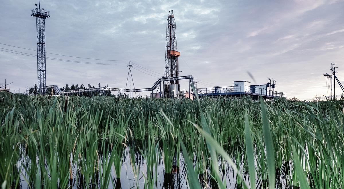 Интенсификация притока нефти при разработке месторождений горизонтальными скважинами