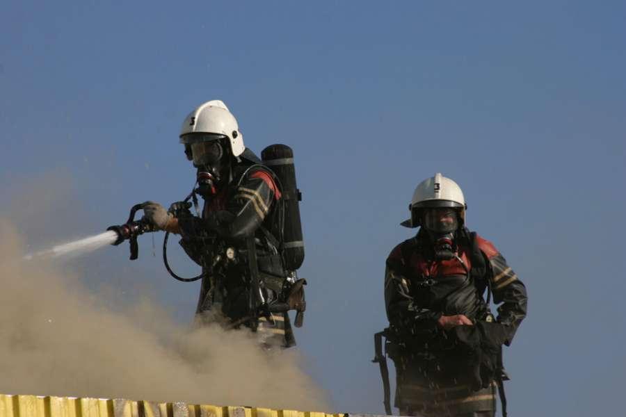 На крупном нефтехимическом комплексе в г Бендер-Махшехр в Иране произошло возгорание