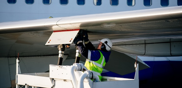 Gazpromneft-Aero and China Aviation Oil sign new agreement on refueling in Russia