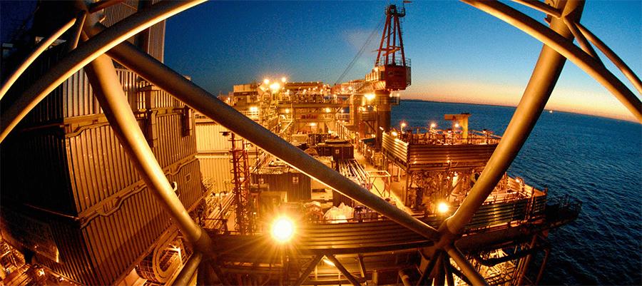 Минтруд РФ запретил женщинам добывать нефть и газ