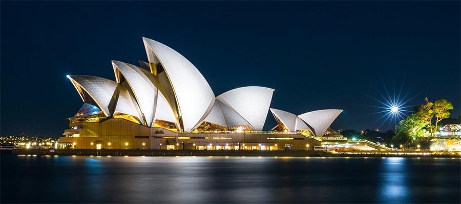 На территории Сиднейского оперного театра произошла утечка газа. Однако экскаватор