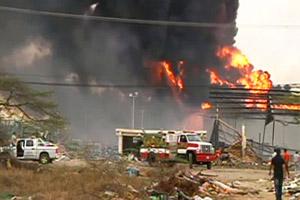 В Мексике эвакуируют людей после взрыва нефтяного резервуара на НПЗ в г Сьюдад-Мадеро