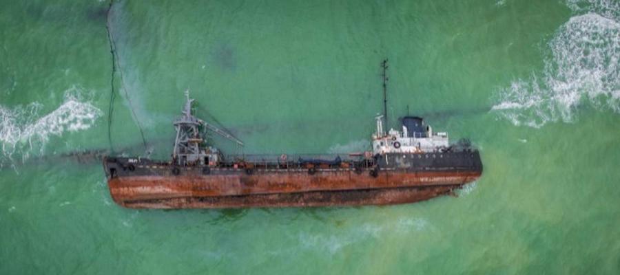 Черный бункеровщик Delfi, пролежавший на пляже Одессы почти 1 год, признан собственностью Украины