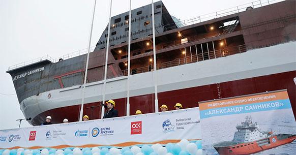 На воду спущен ледокол Александр Санников, который обеспечит сопровождение танкеров, перевозящих нефть Новопортовского месторождения