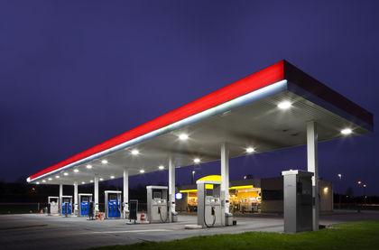 Цены на бензин несколько снизились после заявлений В.Путина и предупреждений ФАС