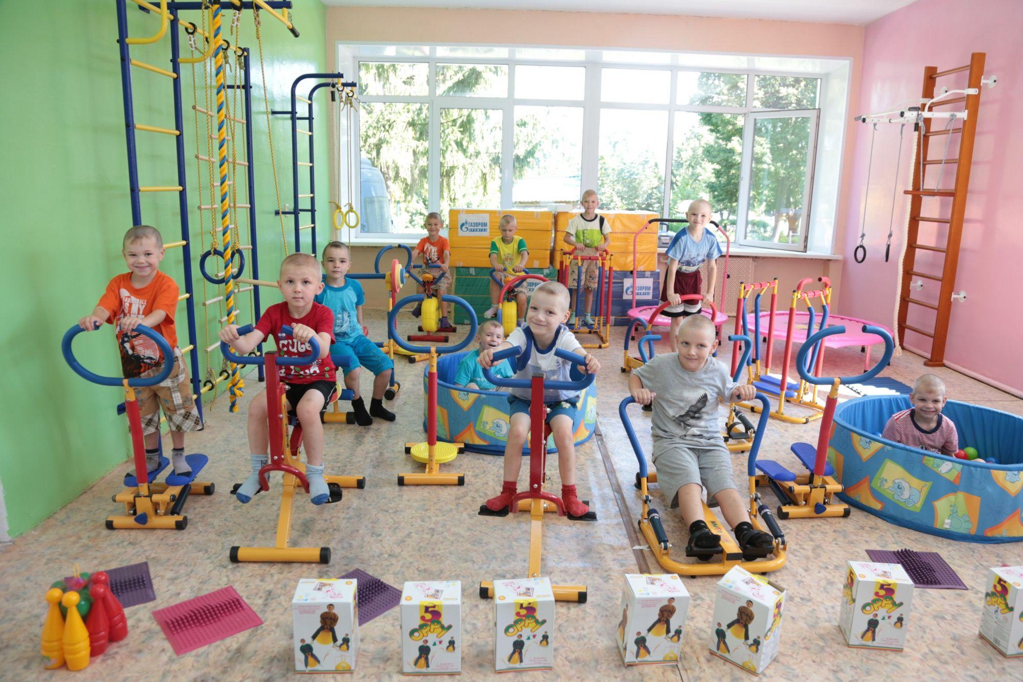 Газпром промгаз подарил детям новый спортивный зал