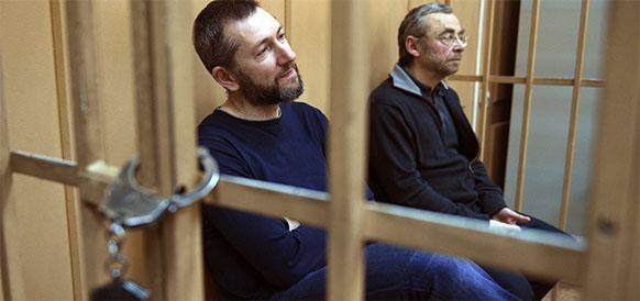 Суд продлил домашний арест для Е. Ольховика и Б. Вайнзихера еще на 3 месяца, но разрешил прогулки