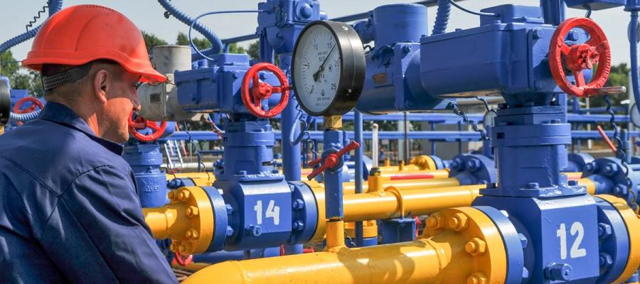Gazprom cuts gas transit through Ukraine almost 3-fold