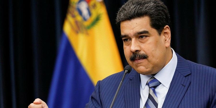 Президент Венесуэлы Н. Мадуро на фоне прибытия танкера с легкой нефтью сообщил о поимке американского шпиона на НПЗ Кардон