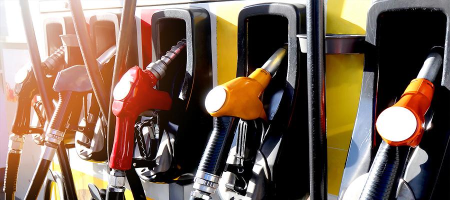 Нефтяные компании РФ увеличили продажи бензина на бирже в марте в 1,7 раза по сравнению с январем