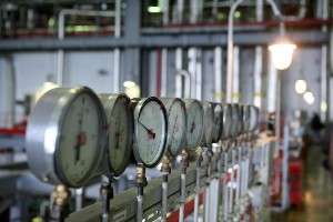 МЭА третий раз подряд снижает прогноз спроса на нефть в мире