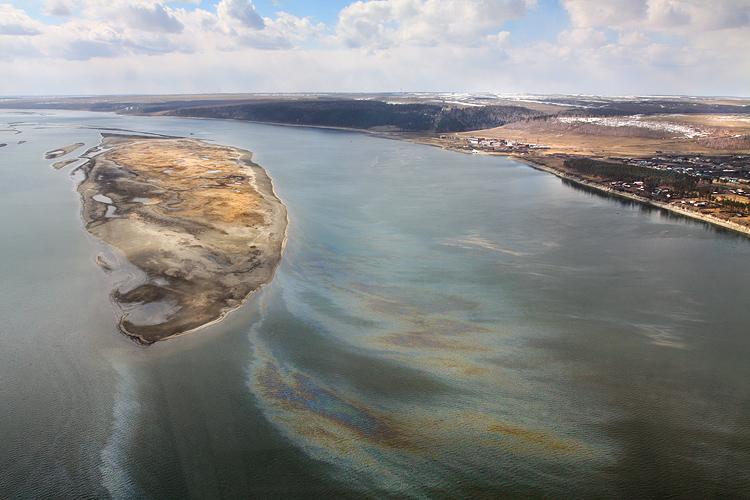 Способ защиты подземных вод от загрязнения нефтью
