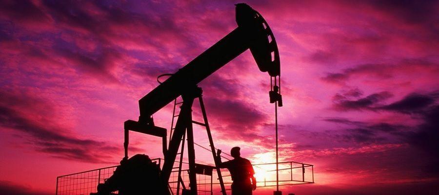 Добыча нефти в России за 4 месяца упала на 10%