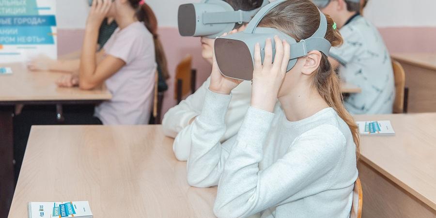 Омский НПЗ Газпром нефти познакомил школьников с новыми технологиями