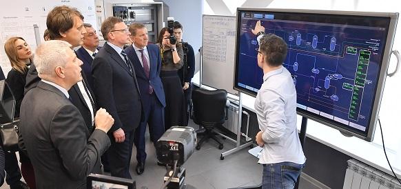 «Газпром нефть» развивает цифровую экономику Омской области: врио губернатора А. Бурков посетил Технопарк компании