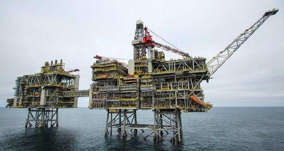 На морской платформе Clair BP в Северном море произошел разлив нефти. К счастью, пятно движется на север