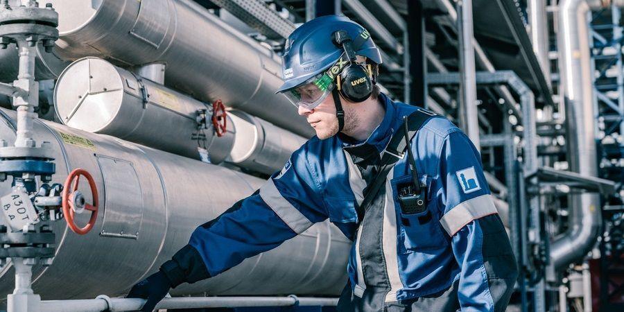 Газпром нефть нарастила выпуск бензина в 1-м квартале 2021 г.
