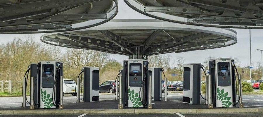 Сеть зарядных станций для электромобилей BP расширится благодаря сотрудничеству с BMW и Daimler