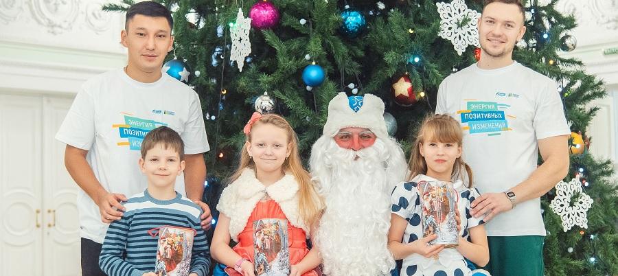 Омский НПЗ устроил новогодний праздник для детей