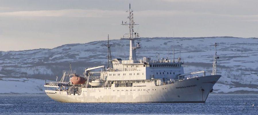 Гидрографическое судно Северного флота «Ромуальд Муклевич» ищет в Баренцевом море погибшие в годы войны подлодки