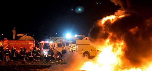 Подробности. 76 погибших и десятки пострадавших при взрыве нефтепродуктопровода в Мексике. Причина взрыва -  незаконная врезка в трубу и слив топлива