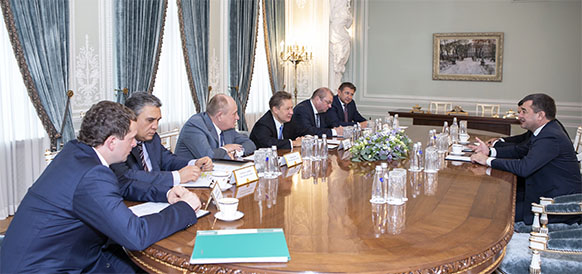 Gazprom and Uzbekneftegaz review ongoing development of Shakhpakhty field