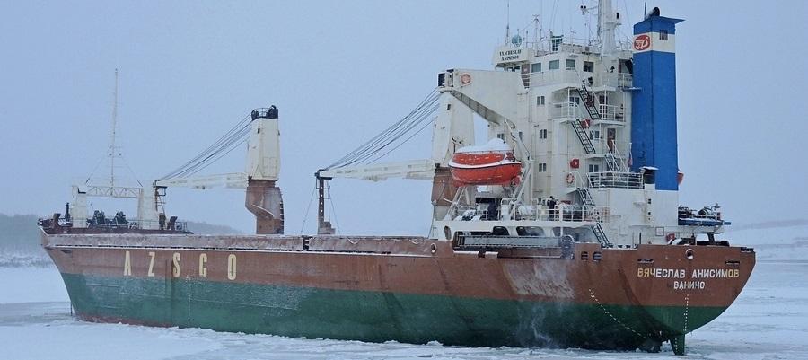 Теплоход «Вячеслав Анисимов» доставил продовольствие и материалы для строительства военной базы Северного флота в Тикси