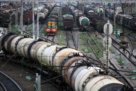 Замедляя падение. В 1-м полугодии 2016 г железнодорожные перевозки нефти и нефтепродуктов в порты сократились на 16,4%