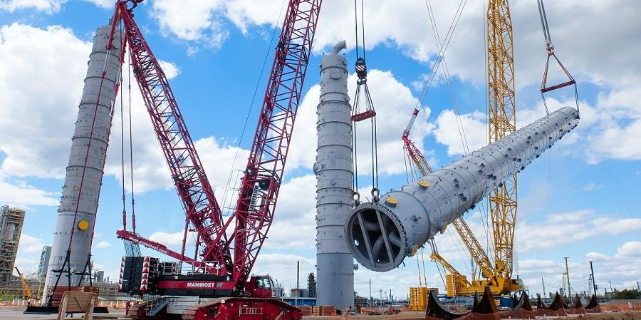 На площадке нового этиленового комплекса Нижнекамскнефтехима установлена самая высокая колонна