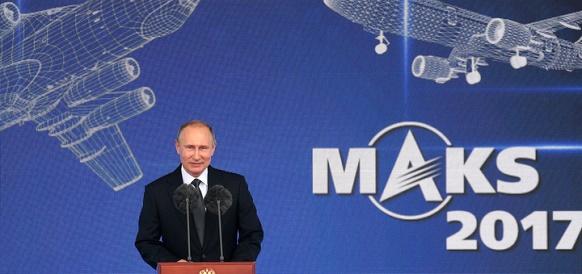 В. Путин на МАКС-2017: нефтегазовые компании должны отдавать предпочтение российским вертолетам