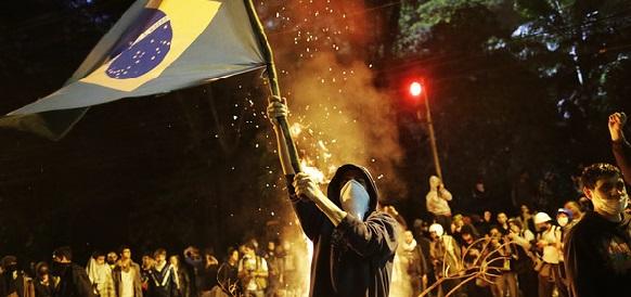 В Бразилии прошли митинги против коррупции в Petrobras и правительстве страны