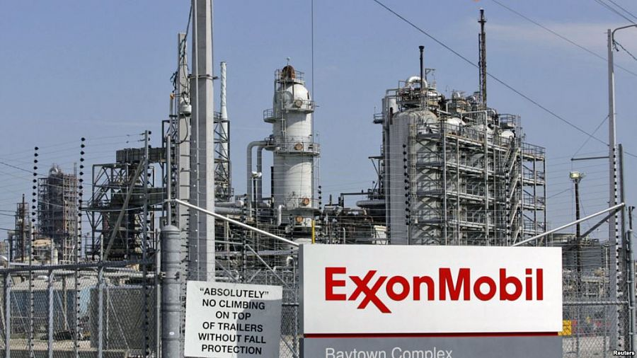 Exxon Mobil's profits fell 40 % in the 4th quarter