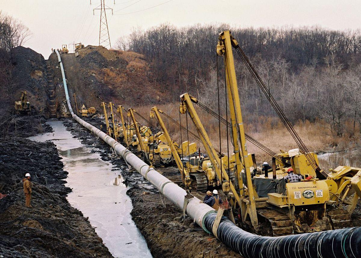 Строительство магистральных трубопроводов в российских болотах