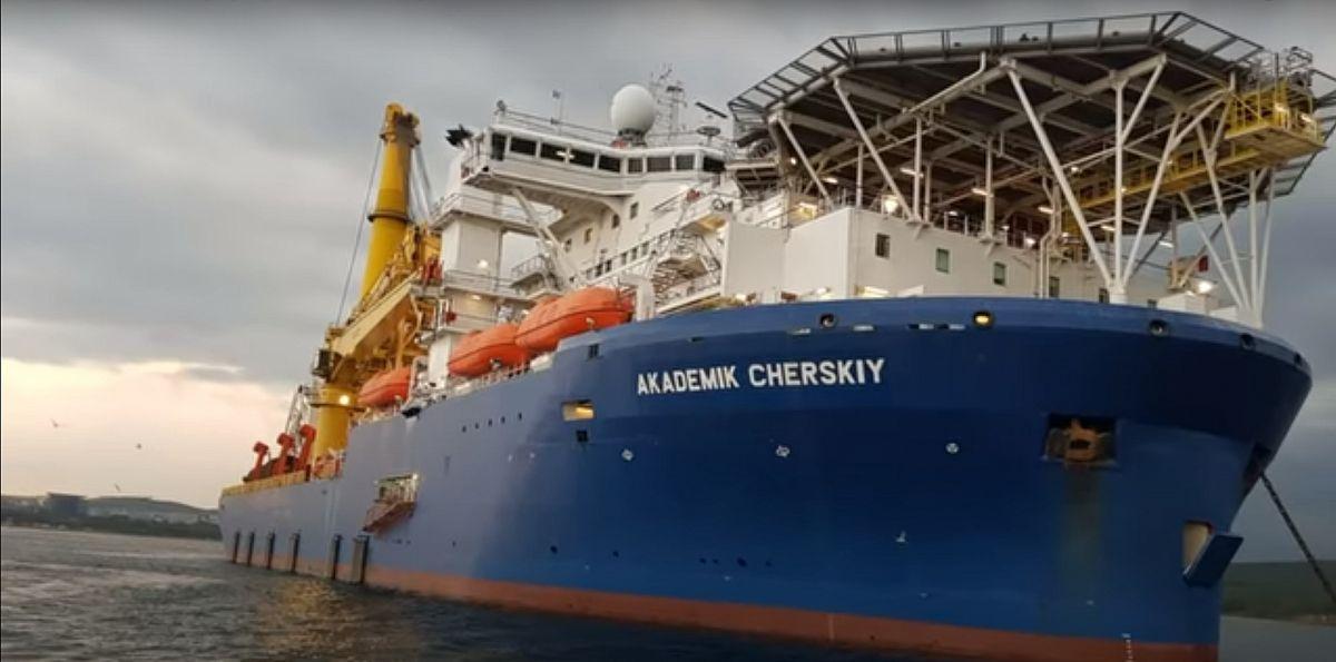 Трубоукладочное судно для арктического шельфа России