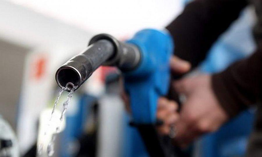 Газпром нефть повысила цены на бензин на 50 коп