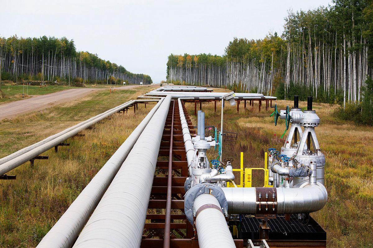 Устойчивость трубопроводов. Влияние геометрии фундаментов объектов трубопроводного транспорта углеводородов на пространственное распределение сжимающих напряжений в их грунтовых основаниях